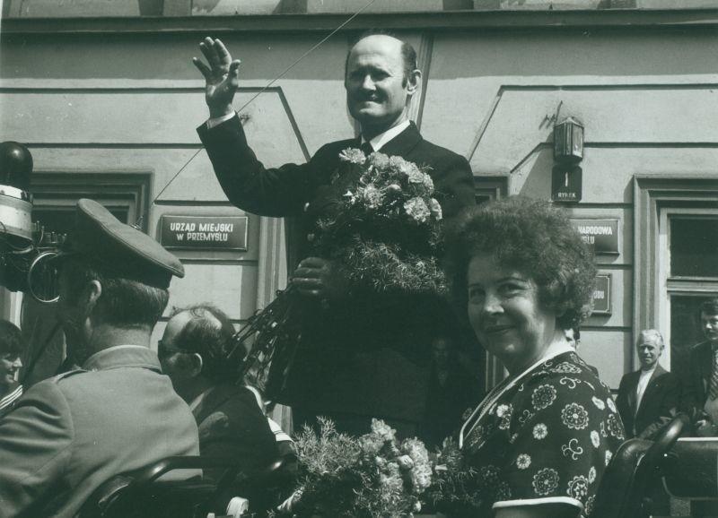 Henryk Jaskuła w 1980 roku, witany w Przemyślu po powrocie ze słynnego rejsu dookoła świata.