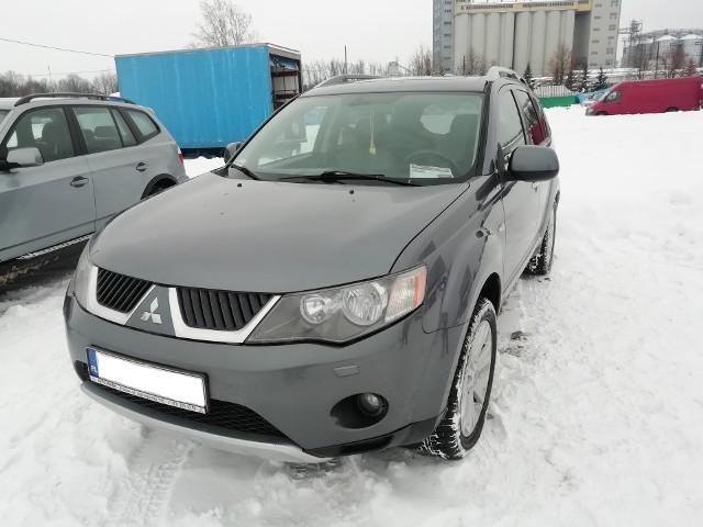 Zobaczcie samochody wystawione 14 lutego na giełdzie samochodowej na rzeszowskim Załężu. Oferty na kolejnych zdjęciach:
