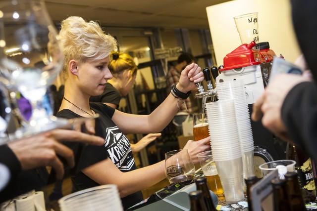 Statystyczny Polak wypija 98 l piwa rocznie