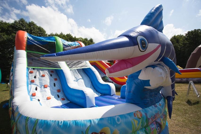 W Dolinie Charlotty powstał jeden z największych Parków Dmuchańców w Polsce. Atrakcja działa od 4 lipca do 31 sierpnia w godzinach od 10:00 do 19:00. Na terenie parku dostępnych jest 20 dmuchanych atrakcji a także basen z łódkami. Koszt wstępu do parku to kwota 35 zł (dzieci w wieku od lat 4 do 17). Z opłat zwolnieni są opiekunowie oraz dzieci do lat 3. W przypadku deszczu atrakcja będzie nieczynna.