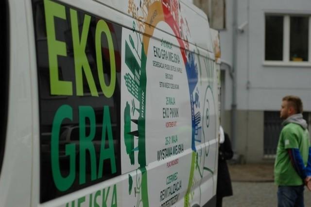 Eko Bus kursuje w Poznaniu - zbiera śmieci i rozdaje nagrody