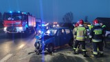 Wypadek koło Piotrkowa. Zderzenie w Twardosławicach przy wiadukcie nad autostradą A1. Zobacz zdjęcia z miejsca wypadku 03.12.2020