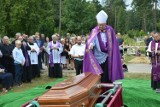 Pogrzeb ks. prałata Kazimierza Klawczyńskiego na cmentarzu w Lęborku. Zdjęcia