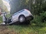 Wypadek na trasie Widły - Żednia. Samochód wpadł do rowu. Kierowca ranny (zdjęcia)