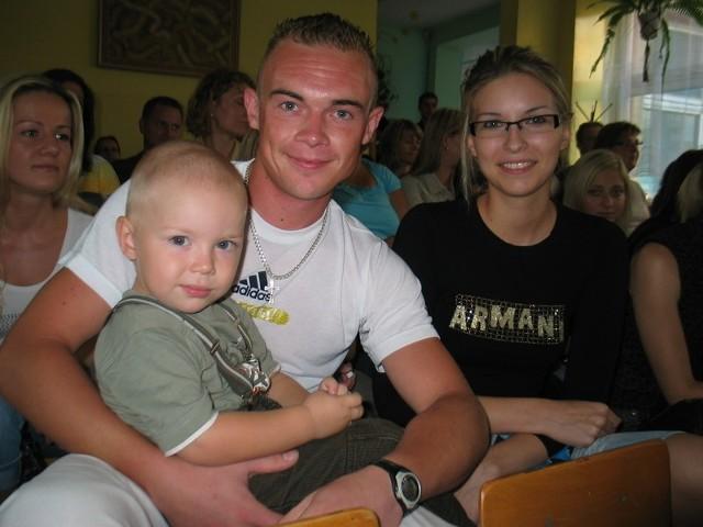 2,5-letni Mateusz będzie chodził do nowego przedszkola przy ul. Andromedy. Rodzice, Sara Szponar i Marek Radliński, na razie muszą wynajmować mu opiekunkę.