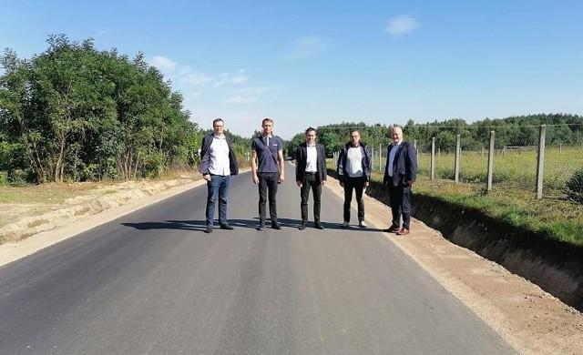Nowy odcinek drogi powiatowej w Jasionnie został już oddany do użytku.