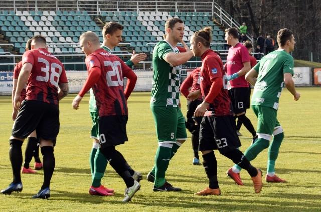 Kilka tygodni temu Wólczanka (czerwono-czarne stroje) wygrała ostatni swój ligowy mecz, w Wisłoką w Dębicy.