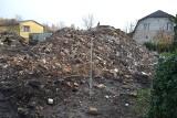 Gruzowisko po pożarze domu we Wtelnie. Wiosną chcą zbudować nowy...