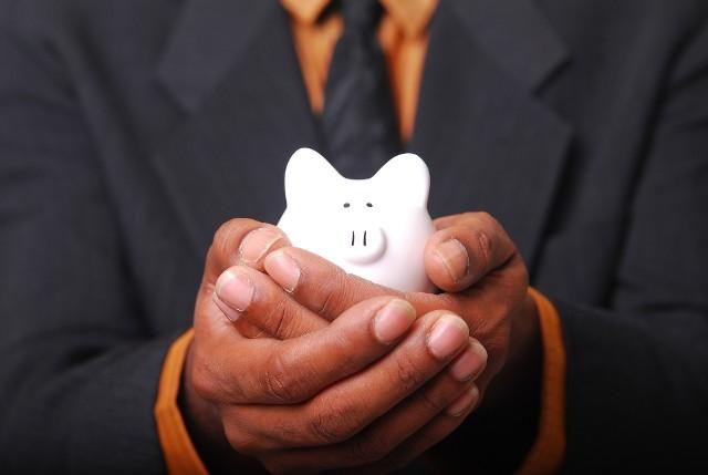Oszczędzając w PPK odkładamy swoją część comiesięcznej składki, a także płacimy podatek od części, którą wpłaca pracodawca