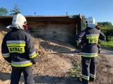 Wypadek ciężarówki w regionie. Ranny kierowca trafił do szpitala
