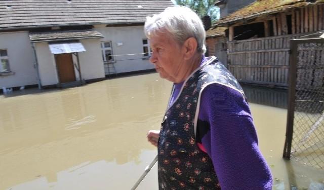 Rzeka zniszczyła dom Teresy Śmiejczak w 1997 roku. - Teraz jest podobnie, ale mam nadzieję, że woda nie wleje się do środka – martwi się kobieta