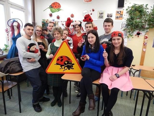 W gabinecie Anety Gizińskiej-Hwozdyk - nauczycielki języka polskiego i języka rosyjskiego w ogólniaku przy Przemysłowej - jest 1.659 różnych gadżetów z motywem biedronki. I ciągle ich przybywa.