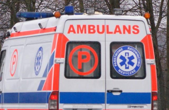 Wypadek w Ściekach koło Rawy wydarzył się ok. godz. 12. Doszło tam do czołowego zderzenia busa z samochodem osobowym. Sześć osób z obrażeniami odwieziono do szpitala.