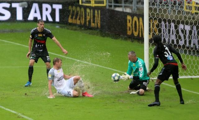 GKS Tychy przegrał z Puszczą Niepołomice 0:1   Zobacz kolejne zdjęcia. Przesuwaj zdjęcia w prawo - naciśnij strzałkę lub przycisk NASTĘPNE