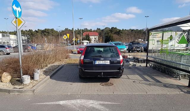 Brak słów na takie parkowanie...