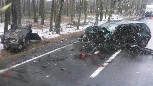 Wypadek na DK11 pod Łomnicą.
