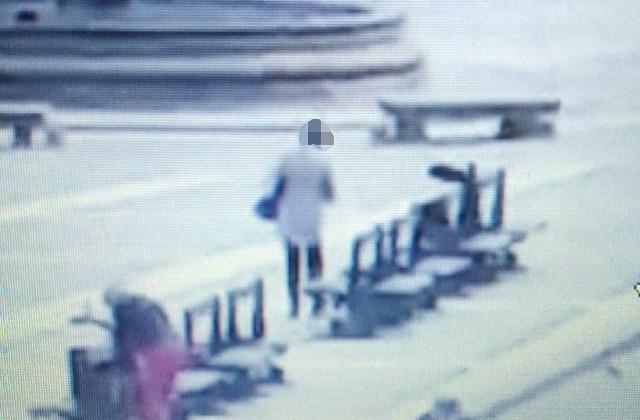 Po opróżnieniu z gotówki, podejrzana zostawiła portfel na ławce przy fontannie na Rynku Kościuszki.