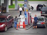 Ceny paliw. Dlaczego tak drogo płacimy na stacjach? Co składa się na cenę paliwa?
