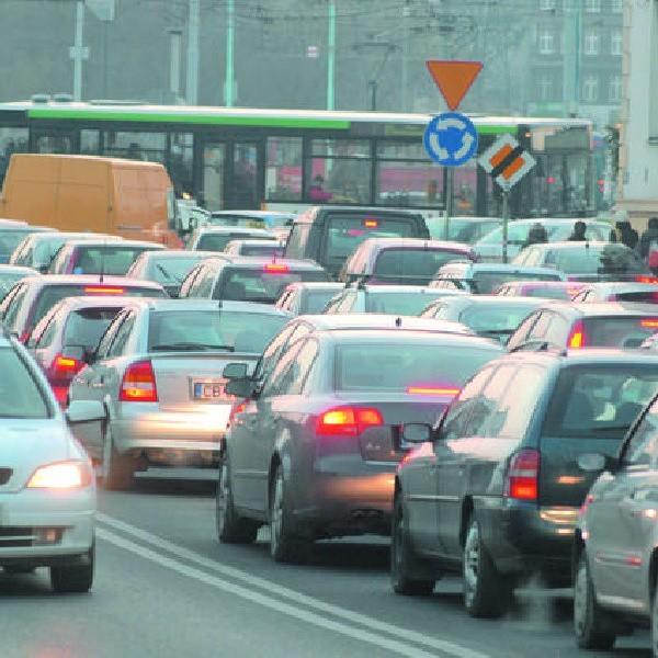 """Kierowcy są zgodni: Komuś zabrakło oleju w głowie. Bydgoszczy brakuje północnej obwodnicy! Przydałoby się też więcej wiaduktów, przejść podziemnych, bezkolizyjnych skrzyżowań w mieście. Na przykład przy nowo wybudowanej """"Drukarni""""."""
