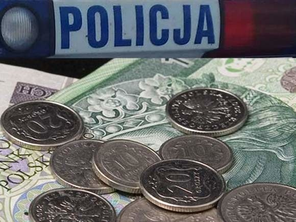 Wczoraj opolscy policjanci odebrali siedem sygnałów o próbie wyłudzenia pieniędzy w ten sposób. Niestety w jednym przypadku 83-letnia kobieta przekazał oszustom 15 000 złotych.