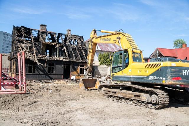 Tak wyglądał spalony dom przy ulicy Angielskiej w dniu rozpoczęcia rozbiórki.
