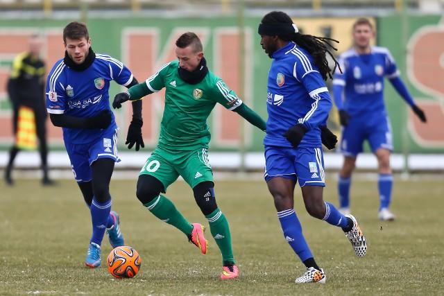 Śląsk Wrocław (na zielono) zagra przy zamkniętym stadionie sparing z Miedzią Legnica.