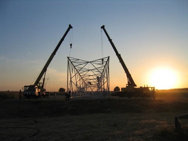 Liderzy Regionu 2012: EKOBOX z WiśniówkiBudowa linii wysokiego napięcia to jedno z realizowanych zadań przez spółkę EKOBOX.