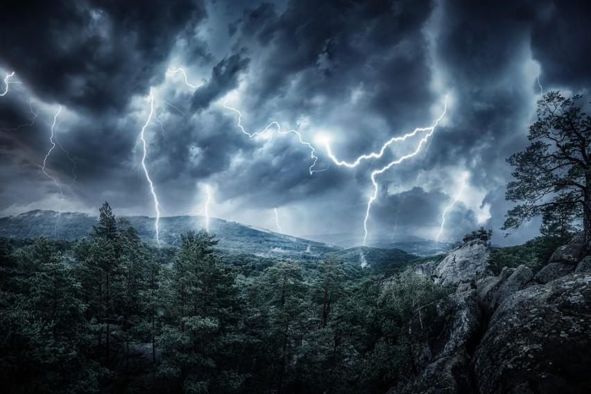 2. Jeśli burza zastanie cię w górach - schodź jak...