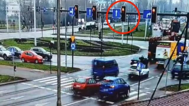 Policjanci prowadzili działania w rejonie ronda Toruńskiego w Bydgoszczy z użyciem Mobilnego Centrum Monitoringu. W krótkim czasie zatrzymano 8 kierowców, którzy wjeżdżali na czerwonym świetle