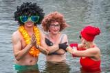 Noworoczne morsowanie w Parku Lisiniec w Częstochowie. Tym razem kąpało się około 50 osób
