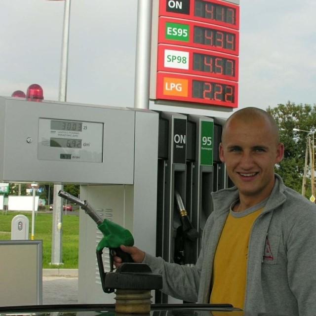 Krzysztof Lajblich zatankował na Statoilu: - Usłyszałem od znajomych, że tu jest najtaniej. Nareszcie na naszym rynku paliw ceny poszły w dół!