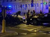 Białystok. Wypadek na skrzyżowaniu ulic: Sienkiewicza, Złota, Jagienki. Zderzyły się passat, audi i nissan. Skasowana została latarnia