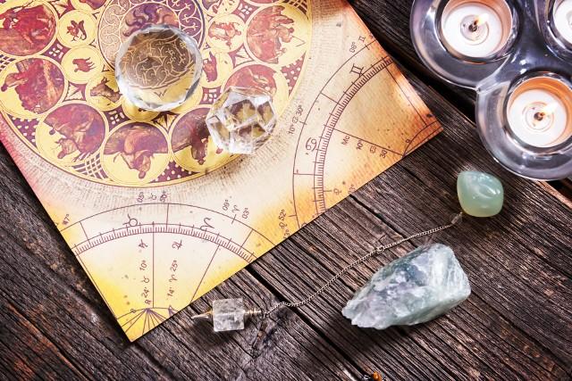 Lato to czas większego rozluźnienia, jednak jak wskazuje horoskop, niektórzy z nas powinni w tym czasie zachować szczególną ostrożność i przygotować się na każdą ewentualność - często także na te nieprzyjemne wydarzenia. Horoskop na czerwiec 2021 przygotowany przez wróżkę Eufemię daje wiele cennych rad i wskazówek dla osób spod każdego znaku zodiaku.