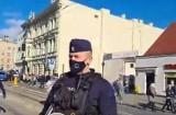 Skandal na Piotrkowskiej. Policjant wdaje się w pyskówkę, prowokuje a chwilę później od tyłu atakuje demonstranta WIDEO, ZDJĘCIA