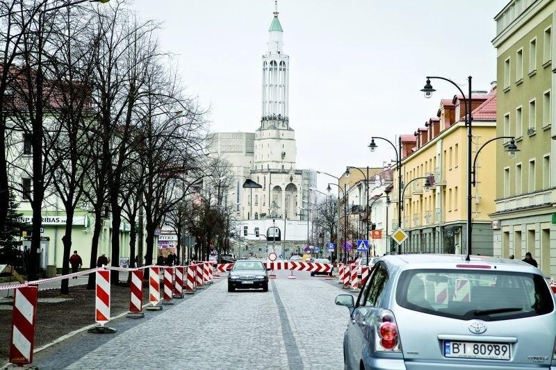 Drogowcy wrócili niedawno na ul. Lipową. Chcą dokończyć pracę m. in. na odcinku od ul. Waryńskiego do Częstochowskiej. Nastąpi to być może już na Boże Ciało.