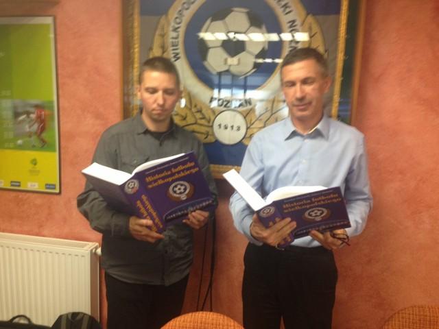 """Tomasz Siwiński i Jarosława Owsiański są autorami monografii """"Historia futbolu wielkopolskiego"""""""
