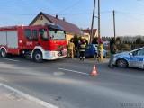 Opole. Wypadek w Żerkowicach. Fiat zjechał z drogi i uderzył w przepust. Jedna osoba poszkodowana [ZDJĘCIA]