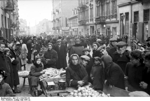 Warszawskie getto powstało w listopadzie 1940 r. Stłoczono tam ponad 400 tys. osób