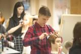 Trwa konkurs fryzjerski Cechu Rzemiosł Różnych (wideo, zdjęcia)