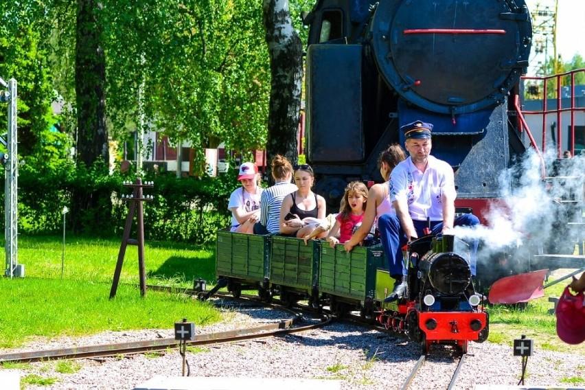 Kolej lilipucia atrakcją Kościerzyny. Do Muzeum Kolejnictwa trafił nowy pojazd. Mogą korzystać dzieci i dorośli [ZDJĘCIA]
