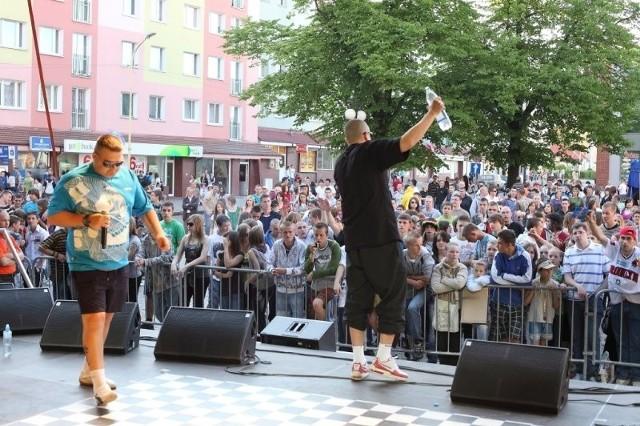 Imprezy na Rynku Staromiejskim były 1, 2 i 3 maja. Koncerty odbywały się obok bloków przy ulicy Grodzkiej.