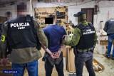 Pod Kielcami działała nielegalna fabryka papierosów! Pięć osób aresztowanych. Zobacz film i zdjęcia