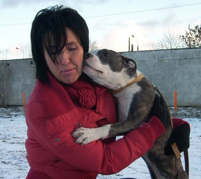 Agnieszka Śpiewak opiekuje się porzuconymi psami.