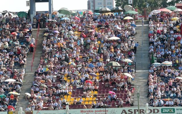 Przez cały weekend na stadionie Pogoni odbywają się wykłady i przedstawienia w duchu religii Świadków Jehowy. Kongres otwarty jest dla wszystkich. Wstęp wolny.
