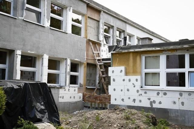 wygląda jak plac budowy, bo poprzednia firma porzuciła prace.