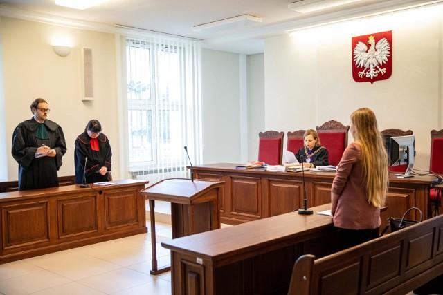 Ogłoszenie wyroku odbyło się bez udziału oskarżonej. W trakcie procesu zmieniała ona swoje wyjaśnienia. Generalnie przyznała się tylko do przywłaszczenia pieniędzy. Do działania na szkodę spółki - nie.