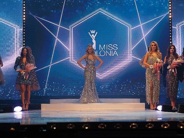 Tzw. final walk, czyli ostatnia prezentacja w koronie ustępującej Miss Polonia 2019, Karoliny Bielawskiej z Łodzi.