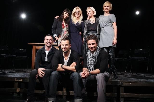 Na białostockiej scenie zobaczymy tancerzy znanych z programów telewizyjnych (na zdjęciu od lewej w górnym rzędzie) Janję Lesar, Annę Głogowską i Paulinę Biernat oraz (na zdjęciu od prawej w dolnym rzędzie) Jana Klimenta i Krzysztofa Hulboja. Za reżyserię i choreografię odpowiada Maciej Zakliczyński (na dole z lewej), a producentem jest Weronika Marczuk (na górze z prawej).