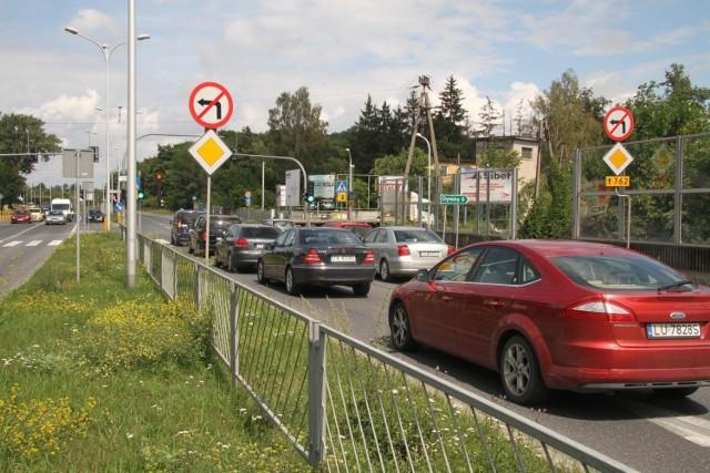 Zniesienie zakazu zawracania na Krakowskiej nie jest możliwe ze względu na bezpieczeństwo wszystkich użytkowników drogi.