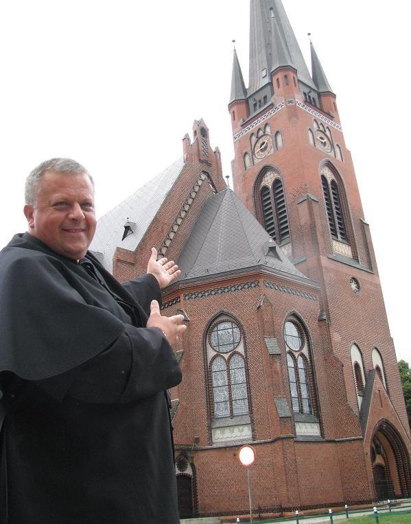 - Kościół jest oryginalny, wielki, ma piękne organy, nigdy nie był przebudowywany i niewiele jest takich w naszym regionie - chwali proboszcz Robert Mazurkiewicz.